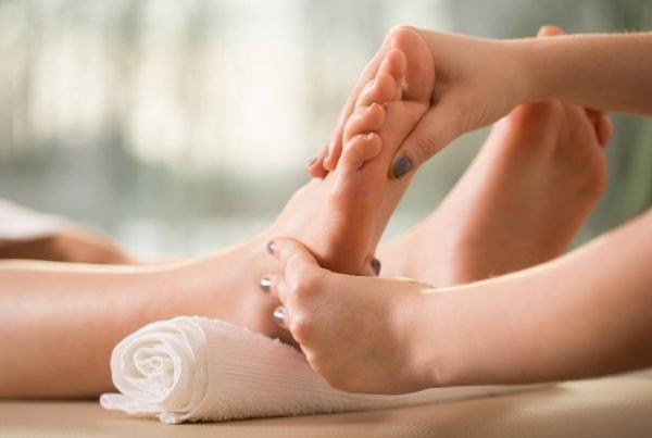 foot mobilisation at hip2toe podiatry cairns