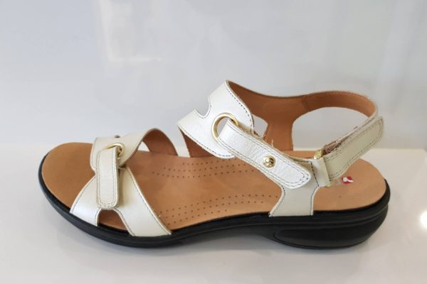 Sydney Pearl White size 9